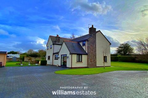 4 bedroom detached house for sale - Lloc, Holywell