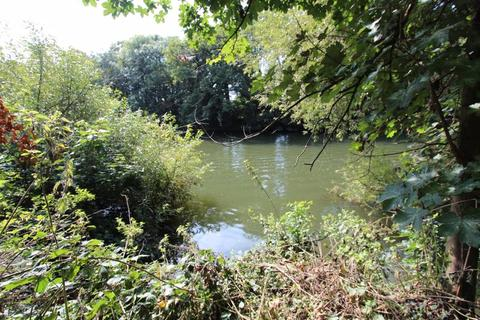 Property for sale - Surrey, Staines-Upon-Thames