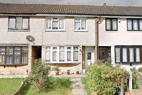 3 bedroom terraced house to rent - Highfield Road, Collier Row RM5