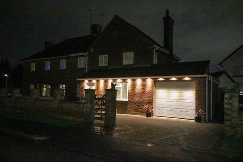 4 bedroom semi-detached house for sale - Croft Green, Dunstable