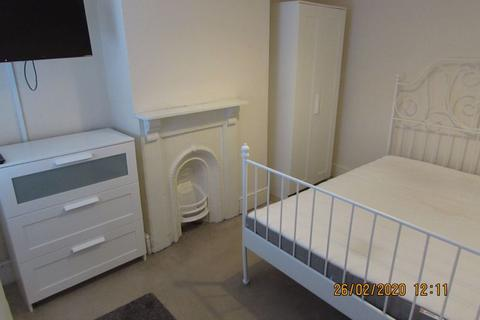 Property to rent - Maxwell Street, Swindon
