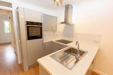 2 bedroom flat to rent - Clover Court, Haywards Heath, RH16 3UF
