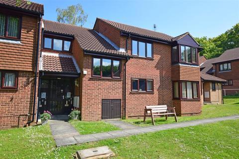 2 bedroom flat for sale - Coppice Court, Kingsdown Close, Hempstead