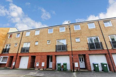 4 bedroom townhouse for sale - Carpathia Drive, Southampton, SO14