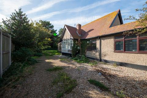 4 bedroom detached bungalow for sale - Westbrook Avenue, Margate