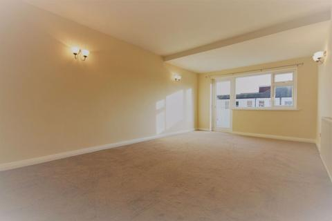 2 bedroom flat to rent - 2 Bed Flat on Vivian Avenue - 2 minutes to Station