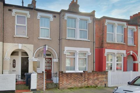 3 bedroom flat to rent - Fairlight Road, London