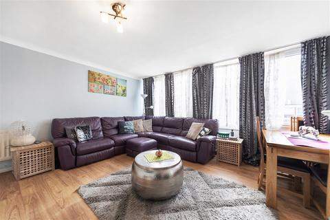 3 bedroom flat for sale - Sherfield Gardens, SW15