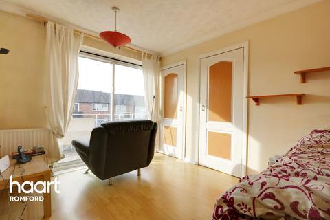 2 bedroom maisonette for sale - Ashdown Walk, Collier Row, Romford
