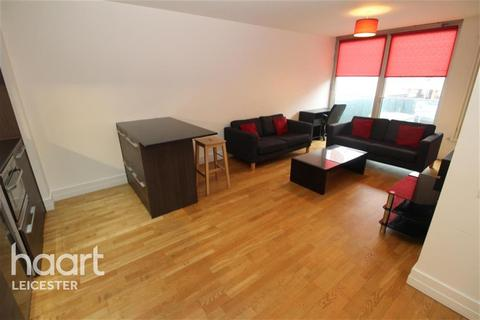 2 bedroom flat to rent - The Quad