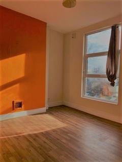 Studio to rent - Cedar Road, London, N17