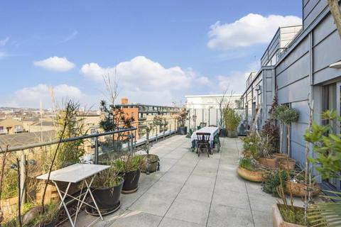 2 bedroom flat for sale - Oval Road, Camden, London, NW1