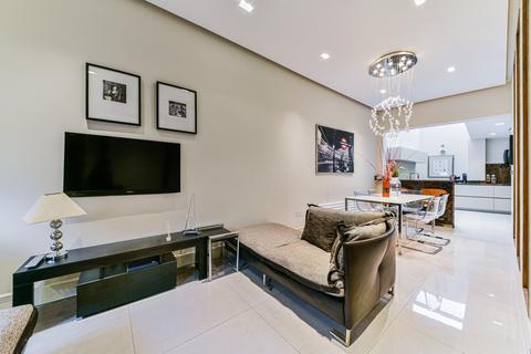 3 bedroom terraced house to rent - Battersea Square, Battersea, London, SW11