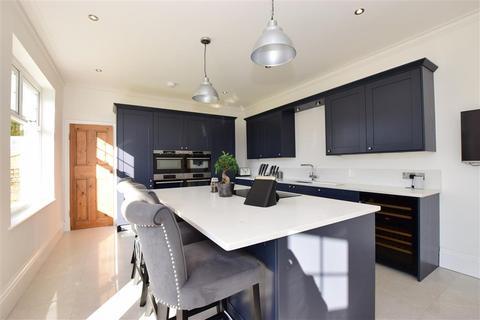 4 bedroom detached house for sale - London Road, Dover, Kent
