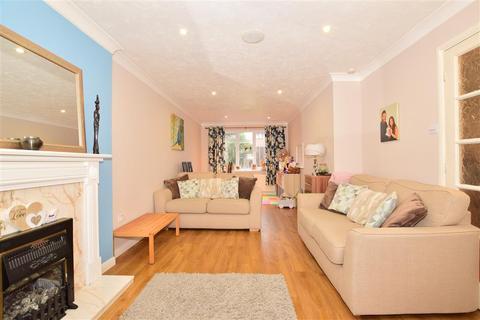 3 bedroom semi-detached house - Gatcombe Close, Maidstone, Kent