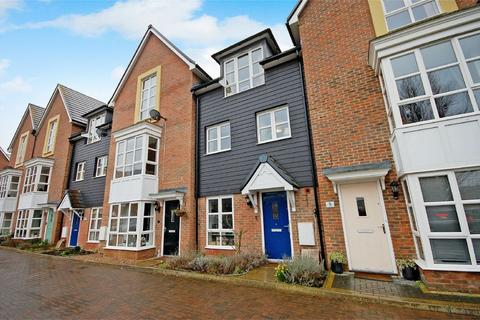 3 bedroom terraced house for sale - Kyle End, Aylesbury, Buckinghamshire