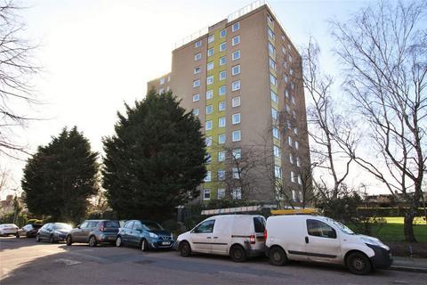 3 bedroom flat for sale - Avenue Road, Penge, London