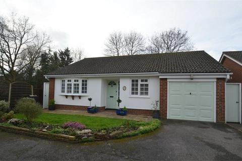 3 bedroom detached bungalow for sale - Camrose Close, Croydon, Surrey
