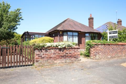 2 bedroom detached bungalow for sale - Hole House Lane, Little Leigh