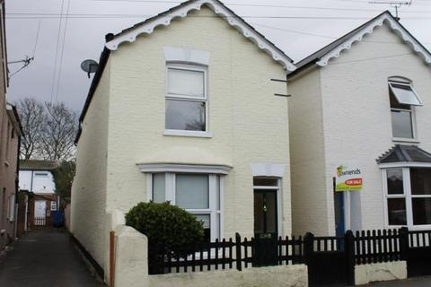 3 bedroom detached house to rent - Langley Road, Staines, Middlesex, TW18