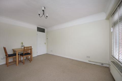 2 bedroom flat to rent - Emanuel Avenue, W3