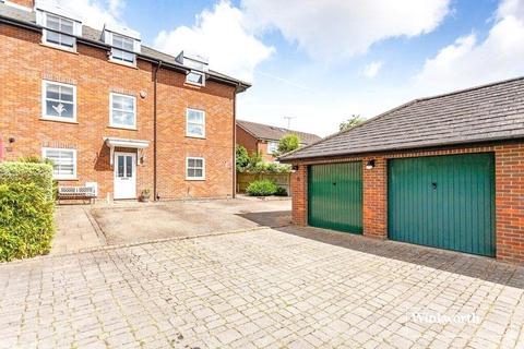 4 bedroom terraced house to rent - Grace Avenue, Shenley, Radlett, Hertfordshire, WD7