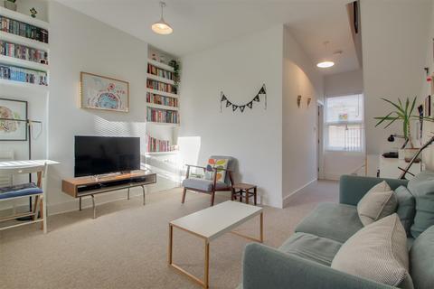 2 bedroom flat to rent - Elthruda Road, London