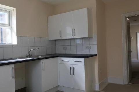 2 bedroom flat to rent - Brading Road