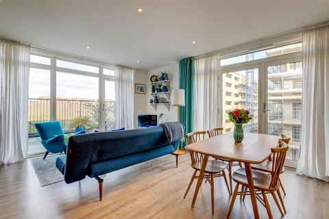 1 bedroom flat for sale - Richard Court, London, W3