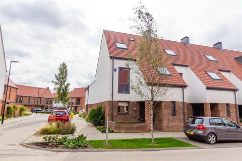 3 bedroom end of terrace house for sale - Derwent Way, YORK