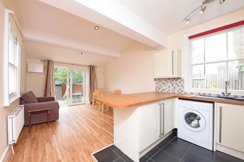 2 bedroom flat to rent - Conyers Road, Streatham
