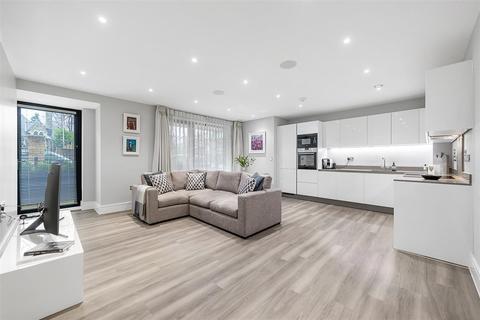 2 bedroom flat to rent - Burston Road, SW15