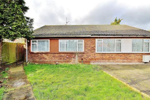 2 bedroom bungalow for sale - Broadlands, Hanworth, Feltham, TW13