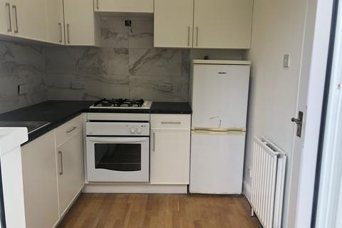 2 bedroom flat to rent - Fox Lane, Palmers Green, London N13