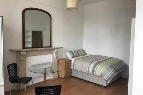 Studio to rent - Queensway, W2