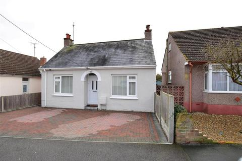 4 bedroom bungalow for sale - Parsonage Chase, Minster On Sea, Sheerness, Kent