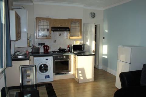 2 bedroom flat to rent - Bromley Road, Catford, London, SE6
