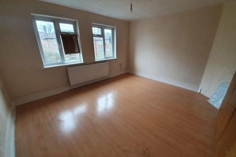 3 bedroom flat to rent - 9 Hoe Lane, Enfield