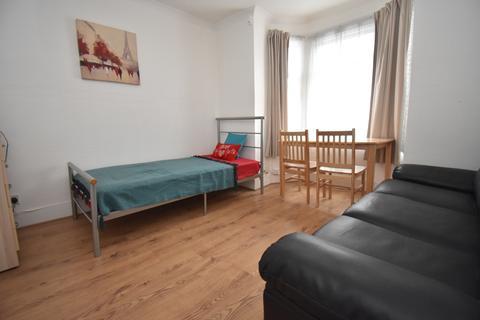 1 bedroom house share to rent - Sladedale Road London SE18