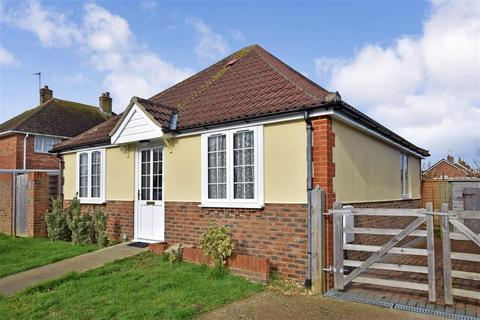2 bedroom detached bungalow for sale - Castle Road, Worthing, West Sussex