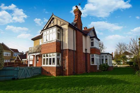 4 bedroom detached house for sale - Lincoln Hatch Lane, Burnham, SL1