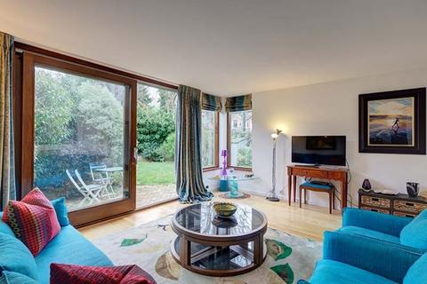 4 bedroom terraced house to rent - Manville Gardens, London