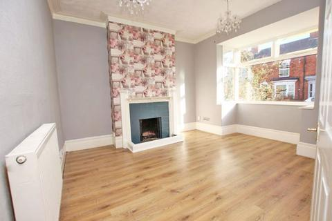 4 bedroom terraced house for sale - LEGSBY AVENUE, GRIMSBY