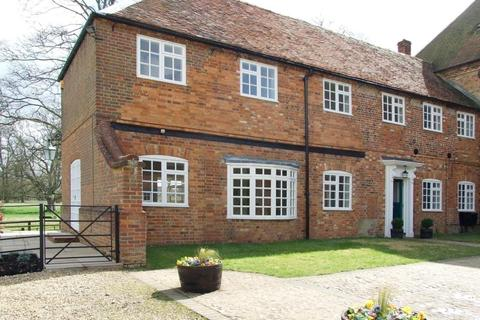 4 bedroom semi-detached house to rent - The Coach House, Addington, Bucks, MK18 2DR