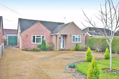 3 bedroom bungalow for sale - Charlesford Avenue Kingswood