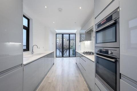 4 bedroom terraced house to rent - Heber Road, London SE22
