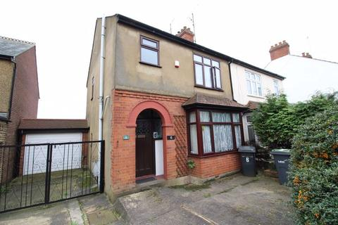 3 bedroom semi-detached house for sale - A RARELY AVAILABLE THREE BEDROOM FAMILY HOME on Filmer Road