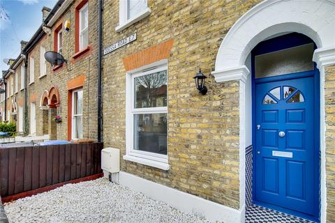3 bedroom terraced house for sale - Odessa Road, London, E7