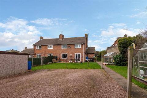 3 bedroom semi-detached house for sale - Smithy Lane, Hixon, Stafford, ST18 0PP
