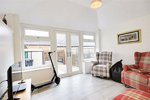 3 bedroom terraced house for sale - Deleval Court, South Shields, Tyne And Wear